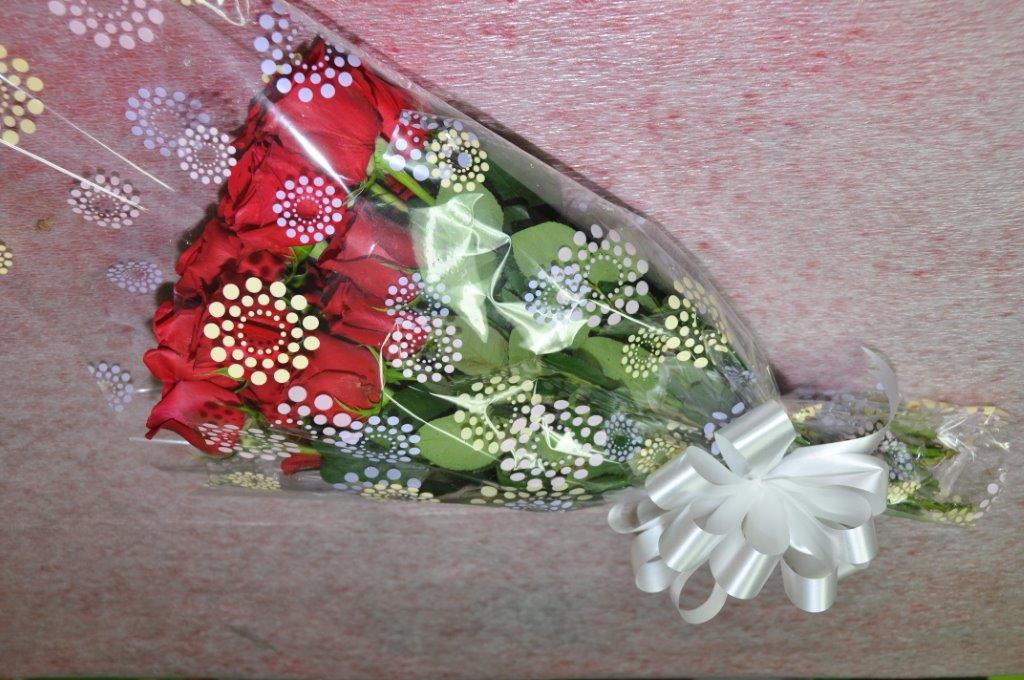 12 Fresh Red Roses Gift Wrapped